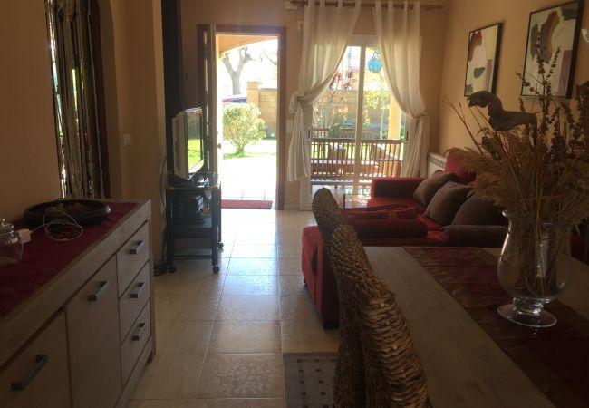 Casa adossada en Escala - C10615